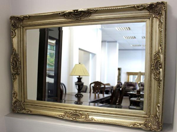 Зеркало в гостиной в Екатеринбурге